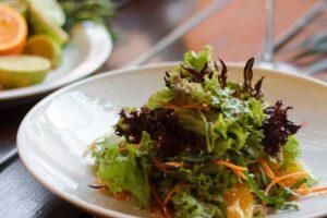 Салат из сельдерея и курицы