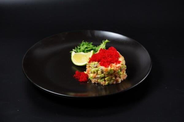 Тартар з лосося і авокадо