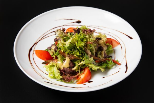 Салат с печенью и белыми грибами