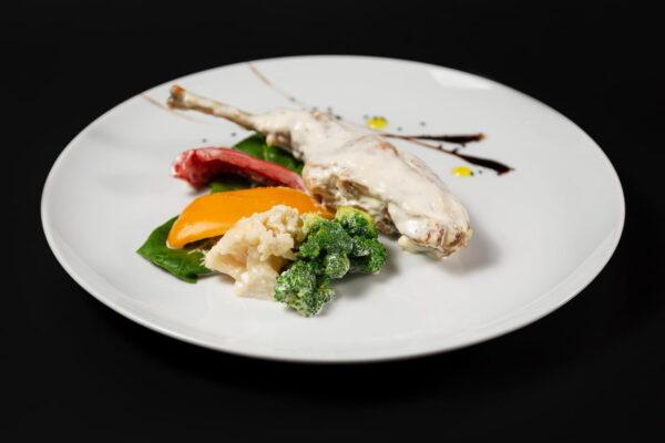 Кролик с овощами в сметане